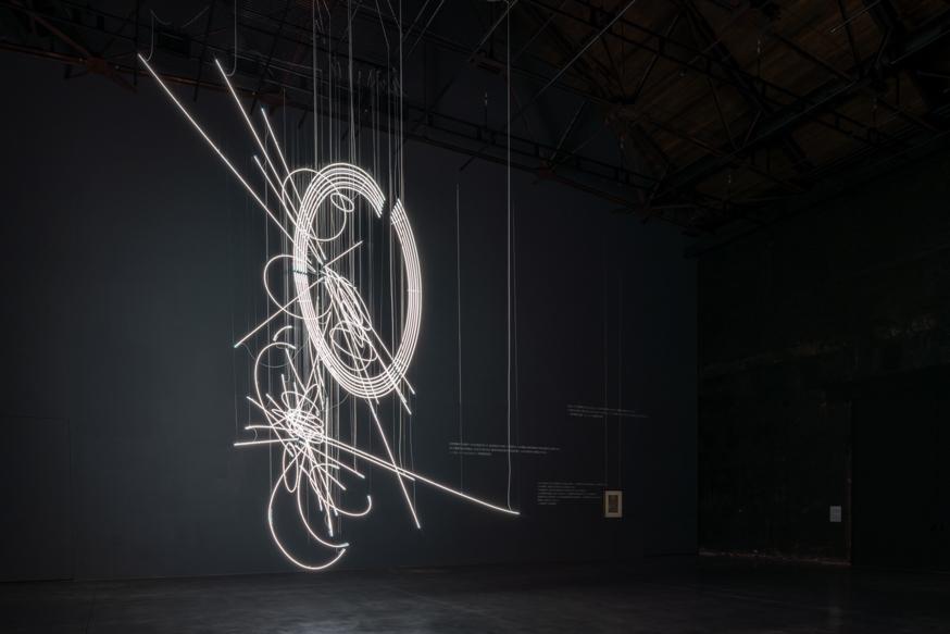 ケリス・ウィン・エヴァンス《Drawing in Light (and Time) ...suspended 》2020年 弘前れんが倉庫美術館蔵Photo: ToLoLo Studio